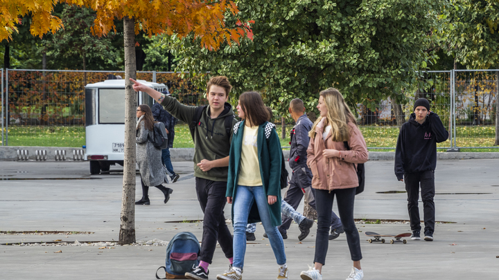 Всё относительно: В Кремле прокомментировали результаты соцопроса о мечтающей уехать из России молодёжи