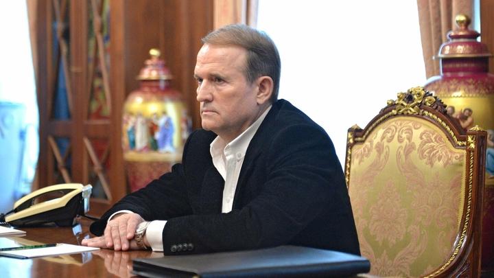 Отказавшегося от борьбы за пост президента Украины Медведчука обвинили в госизмене