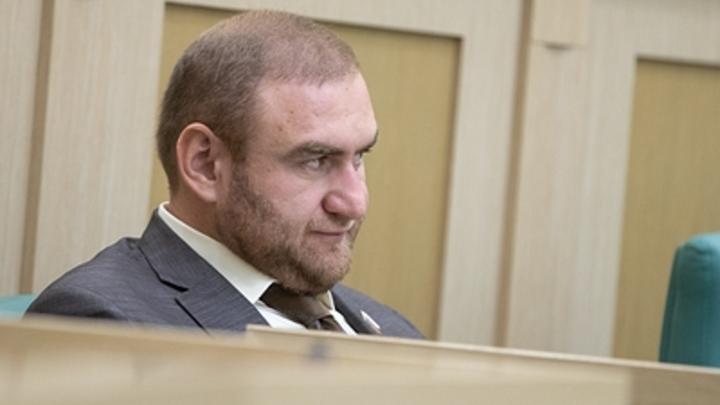 Трое суток уже не сплю: Арашуков в суде пожаловался на соседа-террориста в СИЗО