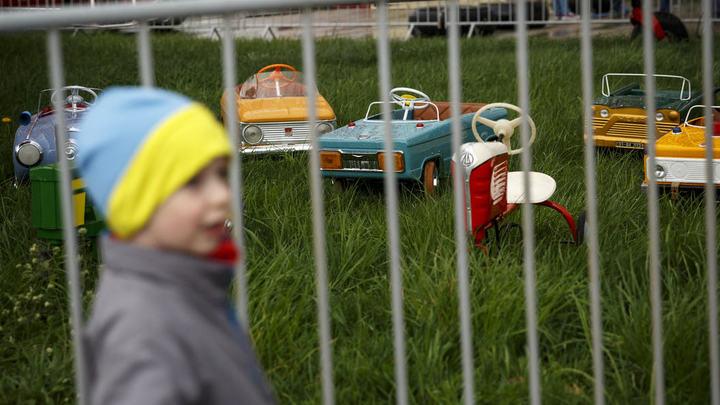 В России отцам-одиночкам могут включить в трудовой стаж уход за детьми