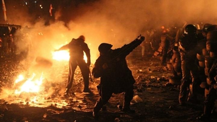 Их били, жгли, в них стреляли. А они стояли:  В Сети вспоминают, как уничтожали Беркут на Майдане