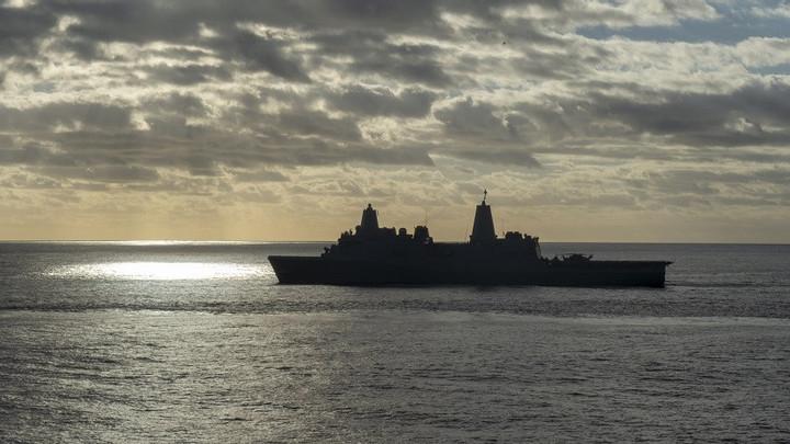 Американский ракетный эсминец Дональд Кук с 56 крылатыми ракетами Томагавк приближается к Одессе