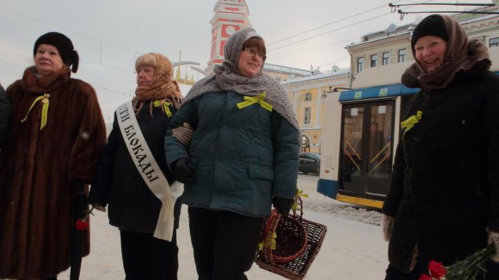 Питерская чиновница назвала блокадницу уважаемым и поздравила с 850-летием