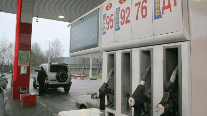 В Крыму ценник самый высокий: За один месяц бензин подорожал в 41 регионе России - Росстат