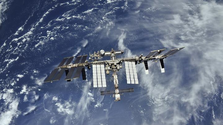 Единственный жилой дом в космосе отодвинули от Земли еще на километр