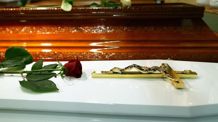 Директора кладбища Самары уволили после инцидента с открытым гробом у мэрии города