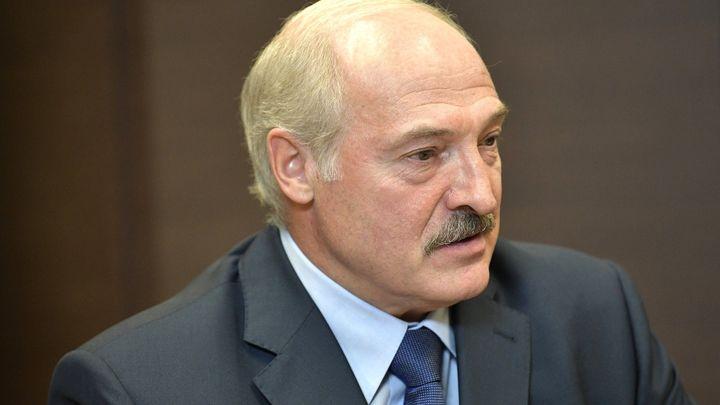 Сравни иконы: Лукашенко оговорился, размахивая Гибридной войной России