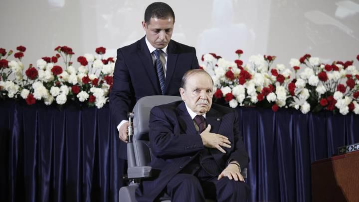 Есть ли кукловод: Алжир вышел на улицы. Фантомный президент сдался
