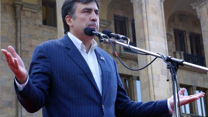 Саакашвили похвастал эффектом разовравшегося снаряда от его билета на 1 апреля в Киев