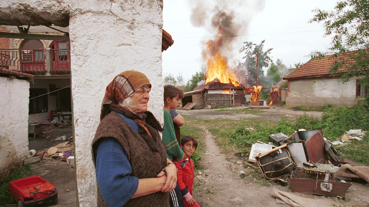 Счастливой Пасхи: В Сети напомнили, какие послания отставляло НАТО во время бомбежки Югославии
