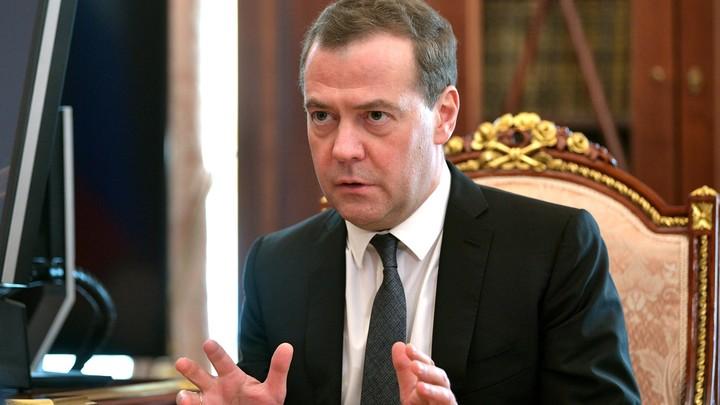 Медведев предложил назначить кураторов регионов с неувязками вэкономике