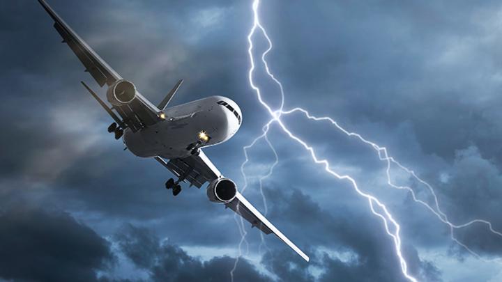 Стоит ли бояться, если молния попала в самолёт