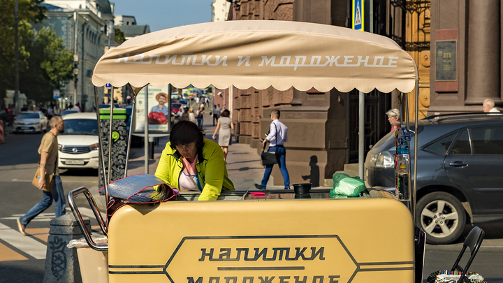 Водители, официанты, охранники и кассиры: Специалисты назвали самые избитые профессии в России