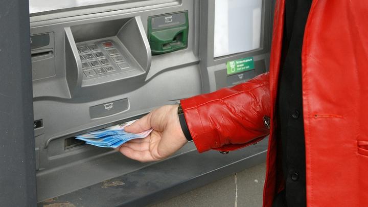 Visa начала тестировать снятие наличных с карт в российских магазинах