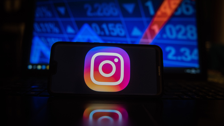 Несовершеннолетних в Великобритании лишат лайков в Facebook и Instagram - СМИ