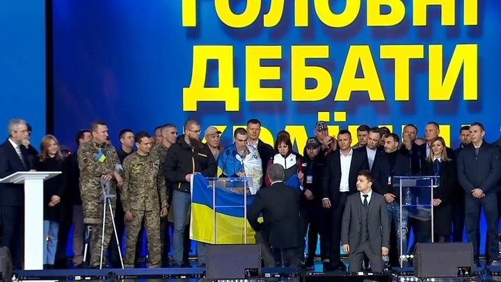 Дебаты: Порошенко и Зеленский упали на колени - обсуждают, куда ползти - до Путина, до Брюсселя или до Белого дома...