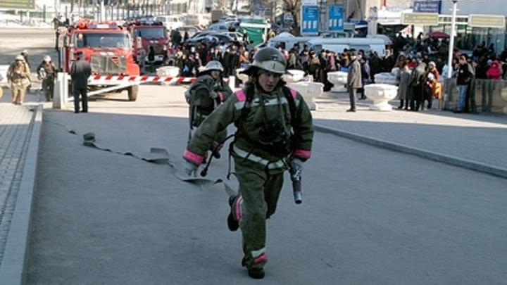 Валит густой дым: В Москве горит Университет нефти и газа