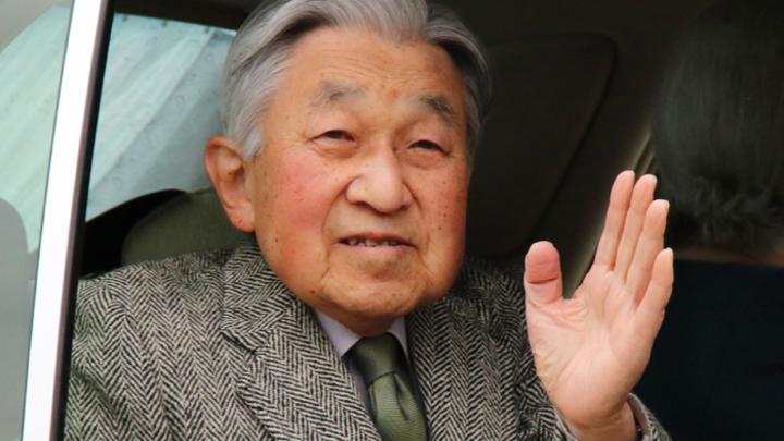 Нарушитель традиций, помешанный на рыбках: Чем запомнился император Акихито?