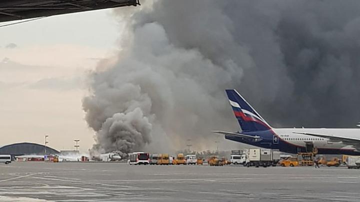 Всё экипаж: Пилоты и стюарды горящего самолёта смогли сделать невозможное