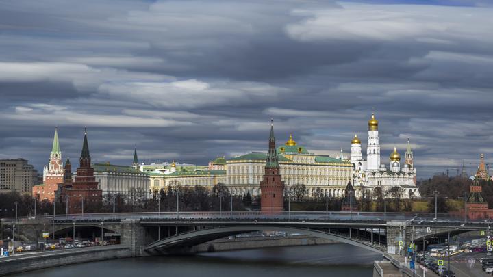 Обходите деревья стороной: МЧС предупредило Москву о грозе и сильном ветре