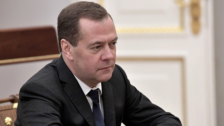 Аккаунт Медведева взломали: Хакеры спамят от имени премьер-министра