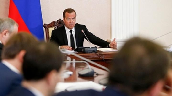 Надо разобраться, что это: Медведев поручил изучить резкое подорожание бензина в Сибири и на Дальнем Востоке