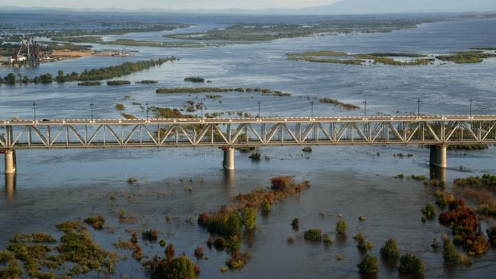 Оскандалившийся мэр, спасавший свой дом от паводка, пожаловался на здоровье и ушел в отставку