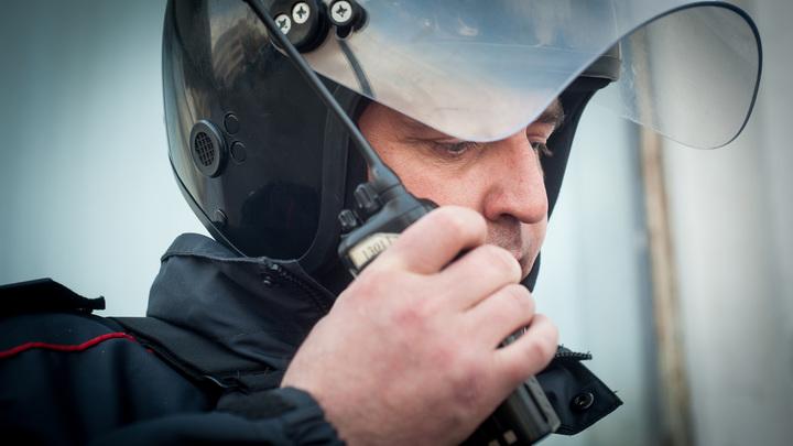 Перцовый баллончик против стражей порядка: Бойцы Росгвардии получили ожоги глаз на мирном митинге в Москве