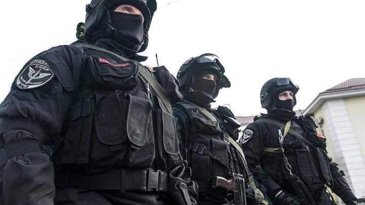 Около ста человек ждут ухода СОБР, чтобы устроить самосуд над цыганами в Кузбассе