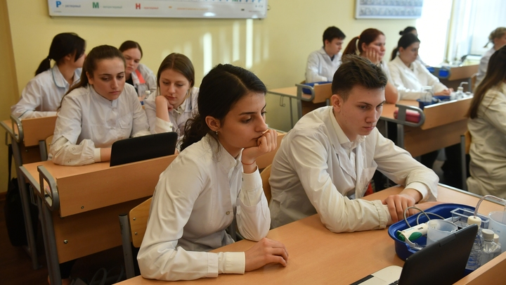 Кризис здравоохранения перетек в образовательный: Из лицея в Екатеринбурге за лето уволились 16 учителей