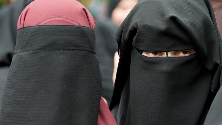 Всем мир: Крупный российский ретейлер привлёк в рекламу красотку в хиджабе