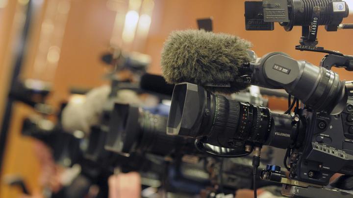 Схватил камеру и напал на оператора: Украинский представитель СЦКК атаковал журналистов в Донбассе