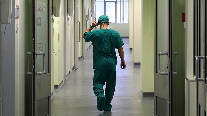 Массовые увольнения врачей, низкие зарплаты: Почему медицину в России лихорадит