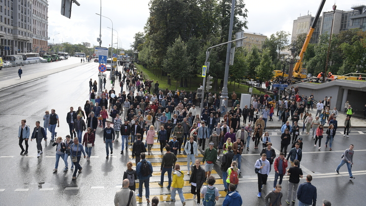 Разогреть протест, чтобы вернуть финансирование с Запада: Эксперт объяснил попытки оппозиции доказать свою нужность