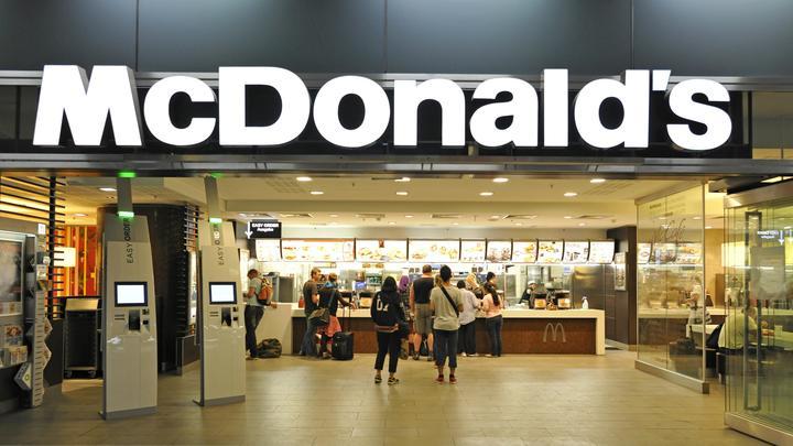 Стакан сока в лицо или сэндвичем по голове: Как Макдональдс раскрывает самое лучшее в покупателях