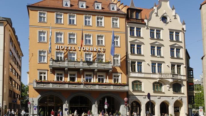 Калинка-малинка зазвучала в центре Мюнхена на русском. Немцы массово снимают на видео