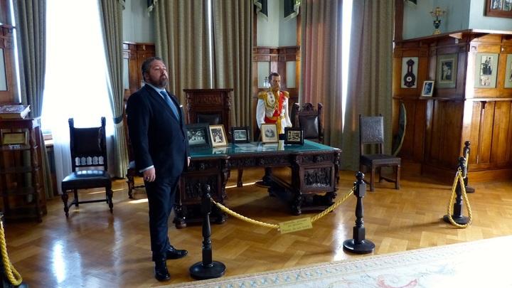 Машина повисла на ограждении: Великий Князь Георгий Романов попал в ДТП в Санкт-Петербурге