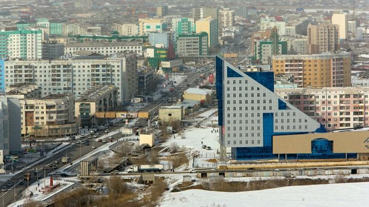 Солист - глава Якутии: Айсен Николаев спел гимн России с хором школьников