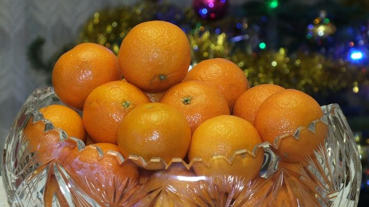 Медики посоветовали сдерживать аппетит в новогодние праздники: Четыре мандарина в день и баста!