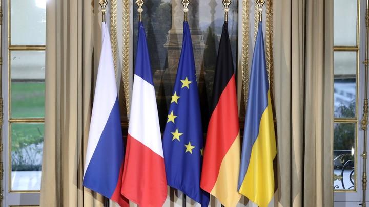 У украинцев - беготня, в российской переговорной - спокойствие: Как готовили итоговый текст коммюнике