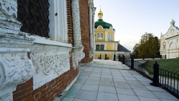 Домой полетят? А могли бы в Сибирь: Пятерых американцев выгнали из провинциального вуза в России