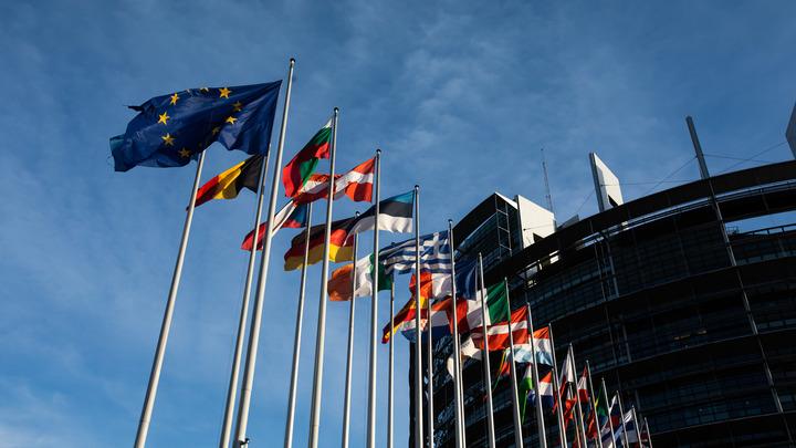 Капитулировавшая Меркель настучала: После отчёта канцлера об итогах саммита в Париже ЕС продлевает санкции против России