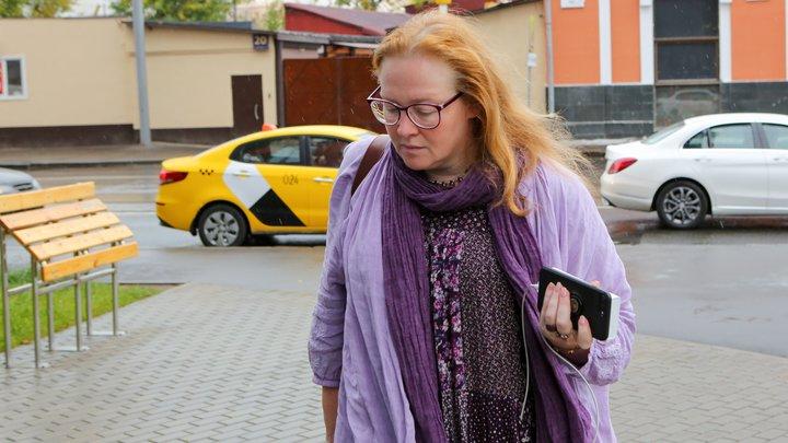 Галкина и Урганта с эфира не снимут, а у меня из-за аннексии Крыма проблемы: Юлия Ауг снова прошлась по России в западных СМИ
