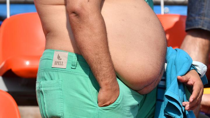 Сидят дома, едят с удовольствием: Диетолог объяснил причины заразности ожирения