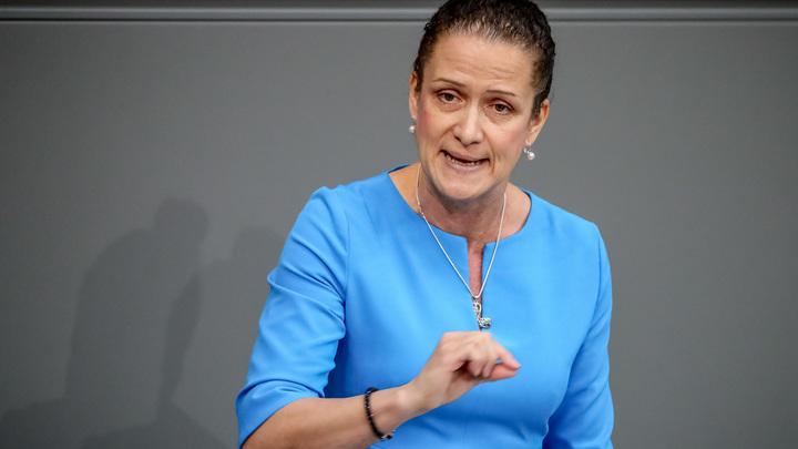 Таблицу умножения не знают: Немецкий политик рассказала о тупеющей молодежи Германии