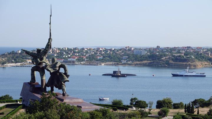 Из серии стены Яценюка: В Крыму оценили проект Зеленского построить город-сад на границе