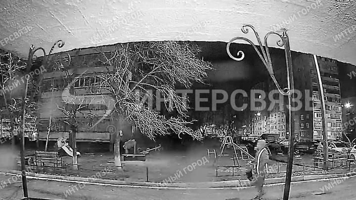 В Ленинском районе Челябинска по ночам с авто сливают бензин