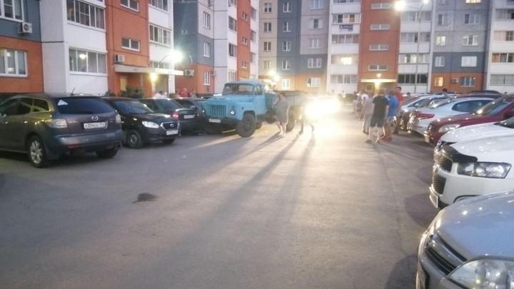 В Челябинске в новом микрорайоне пьяный водитель грузовика сбил женщину