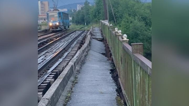 В Златоусте трамваи ходят по аварийному мосту