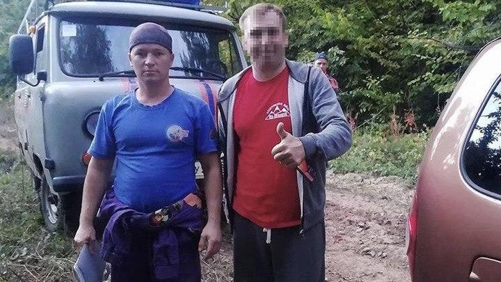 В Мезмае спасатели вывели из леса заблудившуюся семейную пару
